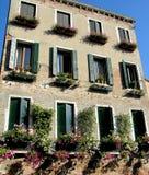 ιταλικά Windows της Βενετίας λ&omi Στοκ Εικόνες