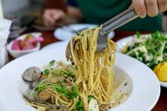 Ιταλική κουζίνα, μακαρόνια alle vongole στοκ εικόνες