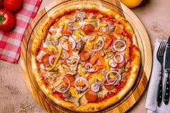 Ιταλική πίτσα κρέατος Στοκ εικόνες με δικαίωμα ελεύθερης χρήσης
