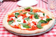 Ιταλική πίτσα της Margherita tricolore στοκ φωτογραφία με δικαίωμα ελεύθερης χρήσης