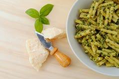 ιταλική macaroni βασιλικού σάλτ& Στοκ Εικόνα