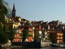 ιταλικό γραφικό πόλης varenna όχθ&e Στοκ φωτογραφία με δικαίωμα ελεύθερης χρήσης