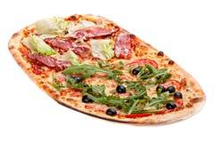 Ιταλικό ζαμπόν whis πιτσών που απομονώνεται στο λευκό Στοκ Εικόνες