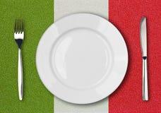 ιταλικό λευκό πιάτων μαχαιριών δικράνων σημαιών Στοκ εικόνες με δικαίωμα ελεύθερης χρήσης