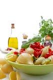 ιταλικό μόριο ντοματών ζυμαρικών τελών βασιλικού Στοκ Εικόνα