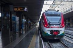 Ιταλικό περιφερειακό τραίνο από το σταθμό τερμάτων Στοκ φωτογραφία με δικαίωμα ελεύθερης χρήσης