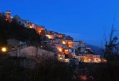 ιταλικό χωριό βουνών nightview Στοκ Εικόνα