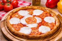 Ιταλικό margherita πιτσών Στοκ Φωτογραφίες