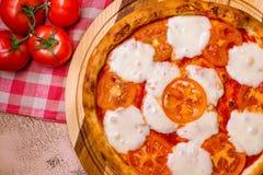 Ιταλικό margherita πιτσών Στοκ Εικόνες