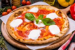 Ιταλικό margherita πιτσών Στοκ φωτογραφία με δικαίωμα ελεύθερης χρήσης