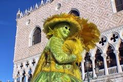 Ιταλία †«Venezia - μάσκα και παλάτι Ducale Στοκ φωτογραφίες με δικαίωμα ελεύθερης χρήσης