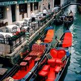 Ιταλία Βενετία Εορταστικές γόνδολες Στοκ Φωτογραφίες