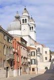 Ιταλία Βενετία Ο καθεδρικός ναός του χαιρετισμού della της Σάντα Μαρία και του πύργου κουδουνιών Στοκ Εικόνες