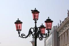 Ιταλία Βενετία Ρόδινος λαμπτήρας οδών murano γυαλιού Στοκ εικόνες με δικαίωμα ελεύθερης χρήσης