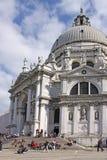 Ιταλία Βενετία Τουρίστες κοντά στον καθεδρικό ναό του χαιρετισμού della της Σάντα Μαρία Στοκ εικόνες με δικαίωμα ελεύθερης χρήσης