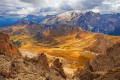 Ιταλία - δολομίτες Άποψη βουνών από Pordoi Στοκ φωτογραφία με δικαίωμα ελεύθερης χρήσης