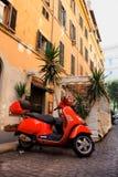 Ιταλία, Ρώμη και κόκκινα μηχανικά δίκυκλα Στοκ Φωτογραφία