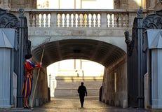 Ιταλία - Ρώμη - πόρτα εισόδων στην πόλη Βατικάνου Στοκ φωτογραφία με δικαίωμα ελεύθερης χρήσης