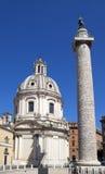 Ιταλία Ρώμη Τρωικές στήλη και εκκλησίες της Σάντα Μαρία Di Loreto στοκ εικόνες με δικαίωμα ελεύθερης χρήσης