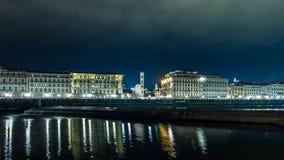 Ιταλία Φλωρεντία από τον ποταμό Arno τη νύχτα Στοκ εικόνες με δικαίωμα ελεύθερης χρήσης