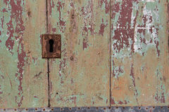 Ιταλία, Acireale (Κατάνια): Κλείστε επάνω της αγροτικής παλαιάς πόρτας Στοκ Εικόνα