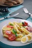 Ιταλικά ζυμαρικά με τις ντομάτες και τα αυγά Στοκ φωτογραφία με δικαίωμα ελεύθερης χρήσης