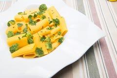 Ιταλικά ζυμαρικά με το μπρόκολο στοκ φωτογραφία
