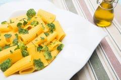 Ιταλικά ζυμαρικά με το μπρόκολο στοκ φωτογραφίες