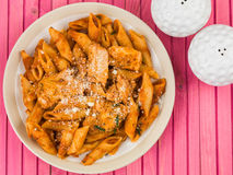 Ιταλικά ζυμαρικά Arrabbiata της Penne κοτόπουλου ύφους Στοκ Φωτογραφία