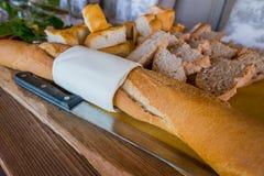 Ιταλικά ζύμες και ψωμί για τα πρόχειρα φαγητά και πρόγευμα με τα φρούτα α Στοκ Εικόνα