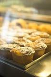 Ιταλικά παραδοσιακά επιδόρπια κέικ στον καφέ εστιατορίων Στοκ φωτογραφία με δικαίωμα ελεύθερης χρήσης