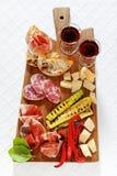 Ιταλικά υγιή πρόχειρα φαγητά prosciutto, σαλάμι, ψημένο στη σχάρα λαχανικά π Στοκ εικόνα με δικαίωμα ελεύθερης χρήσης