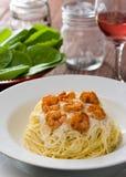 ιταλικές γαρίδες γαρίδων ζυμαρικών fetuccini Στοκ Φωτογραφίες