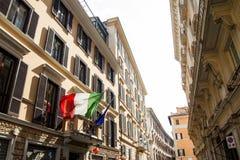 Ιταλικές σημαίες στη σκοινί για άπλωμα Στοκ Εικόνες