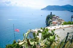 Ιταλική αμερικανική σημαία Manarola Cinque Terre Στοκ εικόνες με δικαίωμα ελεύθερης χρήσης