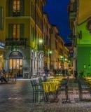 Ιταλική οδός τη νύχτα σε Como, Ιταλία Στοκ φωτογραφίες με δικαίωμα ελεύθερης χρήσης