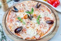 Ιταλική πίτσα με τα θαλασσινά Στοκ εικόνες με δικαίωμα ελεύθερης χρήσης