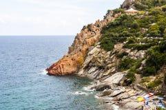 Ιταλική παραλία βράχου ακροθαλασσιών της Σαρδηνίας νησιών άποψης τοπίου κοντά σε Arbatax Στοκ εικόνα με δικαίωμα ελεύθερης χρήσης