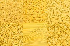 Ιταλική σύσταση υποβάθρου συλλογής τροφίμων ζυμαρικών ακατέργαστη Μακαρόνια Στοκ Εικόνα