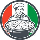 Ιταλικός αρχιμαγείρων κύκλος πιτσών Cook εξυπηρετώντας αναδρομικός Στοκ Φωτογραφία