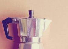Ιταλικός κατασκευαστής καφέ με το αναδρομικό φίλτρο στοκ φωτογραφίες