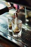 Ιταλικός καφές expresso espresso που κάνει την προετοιμασία με τη μηχανή Στοκ εικόνες με δικαίωμα ελεύθερης χρήσης