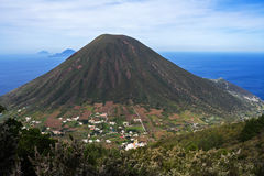 Ιταλικό αιολικό ηφαίστειο βουνών νησιών στη Σικελία Στοκ Εικόνες