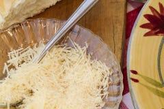 Ιταλικό γεύμα ζυμαρικών που εξυπηρετείται με το κρασί και το ψωμί Στοκ Εικόνα