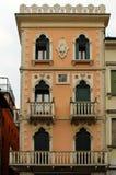 Ιταλικό παλαιό κτήριο ύφους στοκ φωτογραφίες