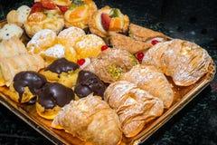 Ιταλικό πιάτο ζυμών φρούτων και σοκολάτας Στοκ Φωτογραφίες