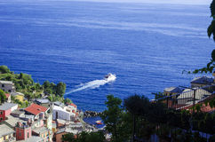 Ιταλικό πορθμείο που αφήνει το λιμένα Στοκ φωτογραφίες με δικαίωμα ελεύθερης χρήσης