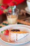 Ιταλικό πρόγευμα με τα φρούτα και το κέικ Στοκ Εικόνες