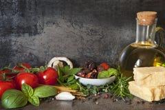 Ιταλικό υπόβαθρο τροφίμων στοκ φωτογραφίες