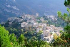 Ιταλικό χωριό στο βουνό Στοκ φωτογραφία με δικαίωμα ελεύθερης χρήσης